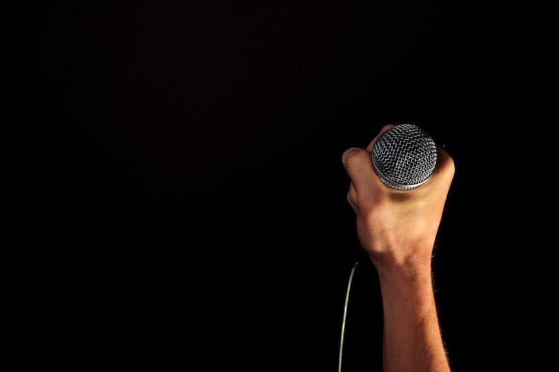 håndholdt mikrofon